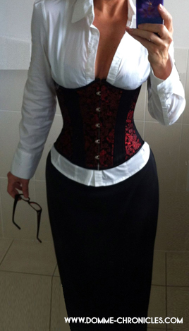 Ferns: librarian look with corset